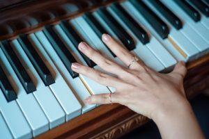 piano-hand-c